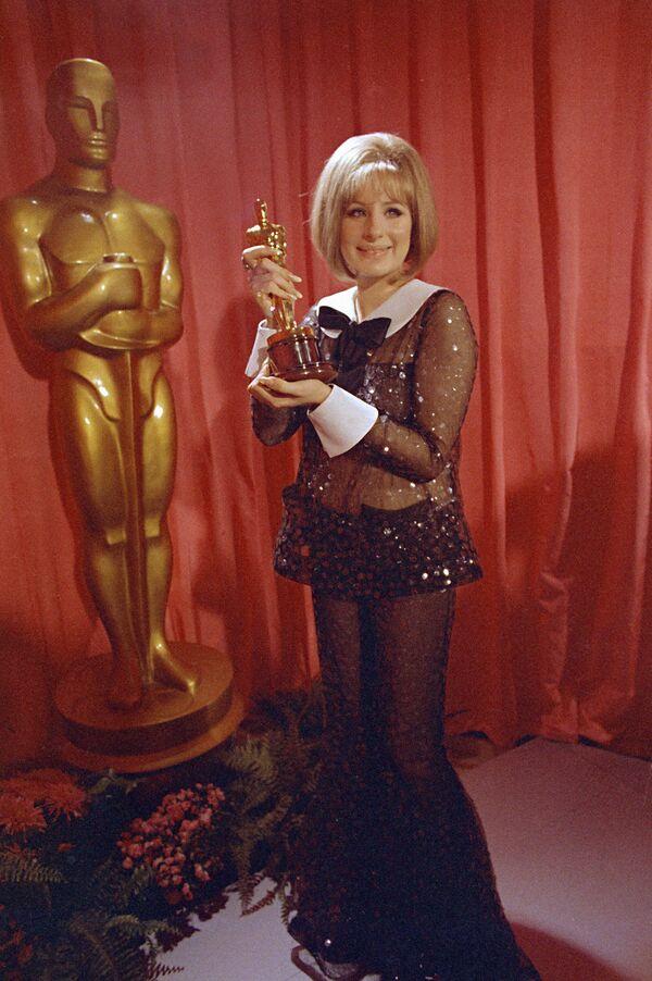 Барбара Стрейзенд на церемонии вручения премии Оскар, 1969 год
