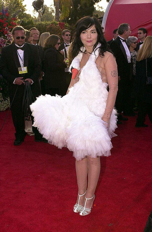Певица Бьорк на церемонии вручения премии Оскар, 2001 год