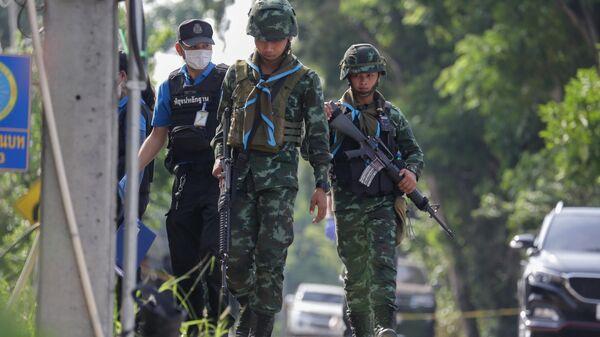 Полиция и вооруженные военнослужащие в Таиланде