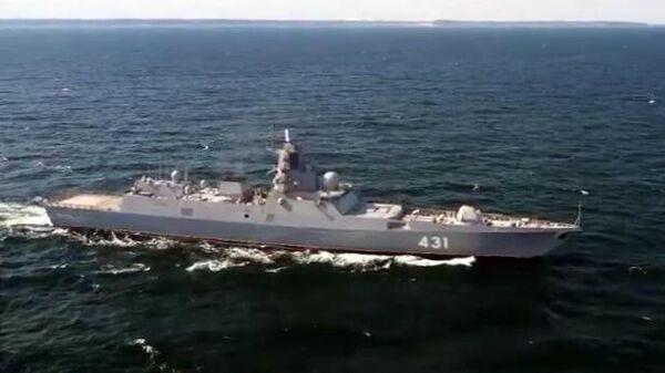 Испытания фрегата Адмирал Касатонов в Баренцевом море. Стоп-кадр видео Минобороны РФ