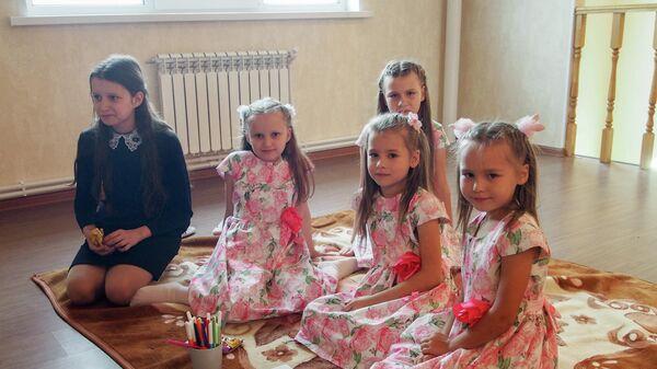 Дети Екатерины и Алексея Богачевых в новом доме
