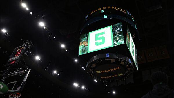 Анонс клуба НБА Бостон Селтикс о выведении пятого номера в честь легенды команды Кевина Гарнетта