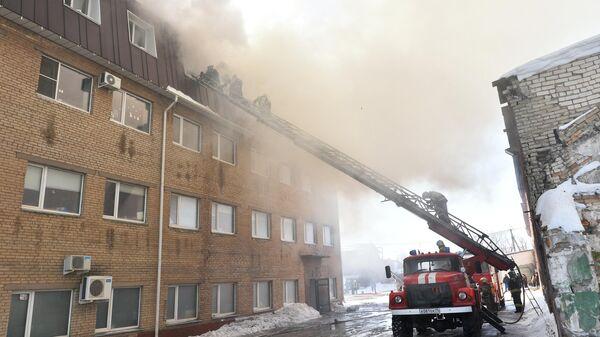 В Челябинске произошло обрушение в горящем цехе