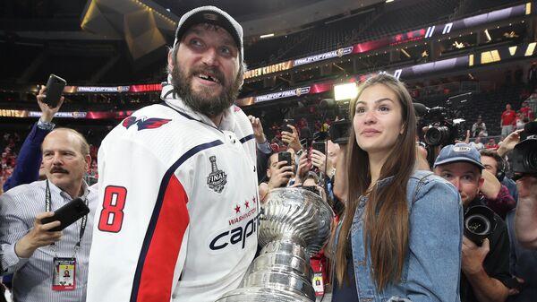 Хоккеист Александр Овечкин и его жена Анастасия Шубская