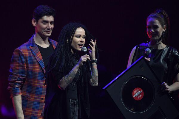 Вокалистка группы Слот Дария Nookie Ставрович на XIII-ом ежегодном музыкальном фестивале Чартова дюжина