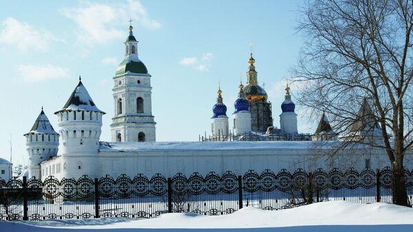 Тобольский Кремль. Вид на стены крепости и Софийско-Успенский собор