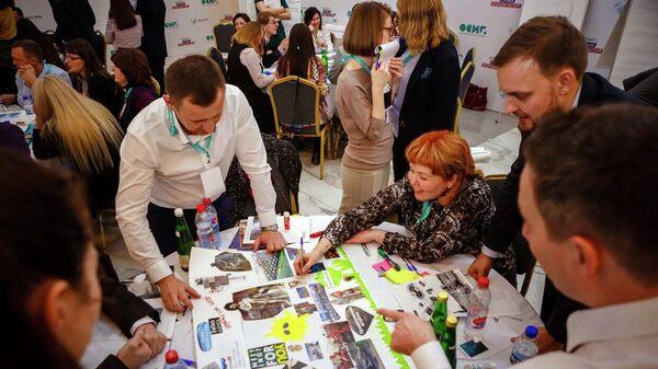 Участники обсуждают свои проекты