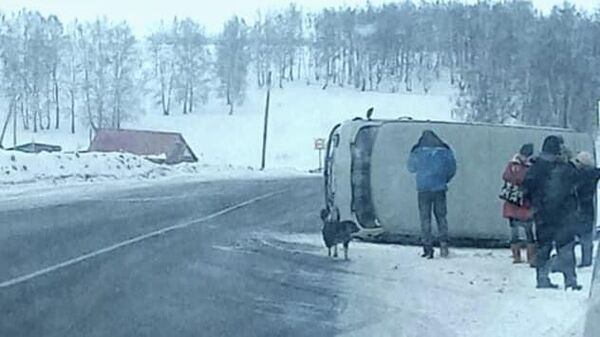 Место опрокидывания микроавтобуса УАЗ на 49 км автодороги Кропачево-Месягутово-Ачит в Башкирии