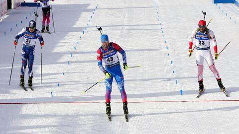Ли Су Юнг, Александр Логинов и Зана Озтунч на финише спринтерской гонки