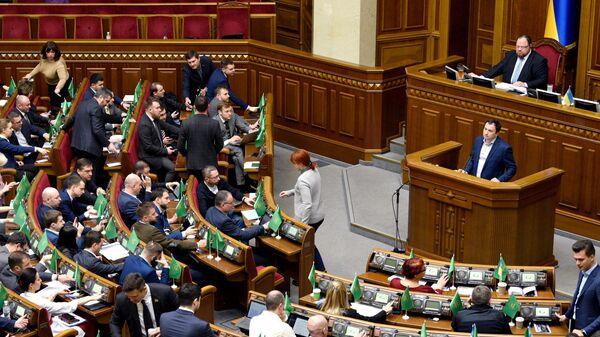 Депутаты Верховной рады Украины во время заседания