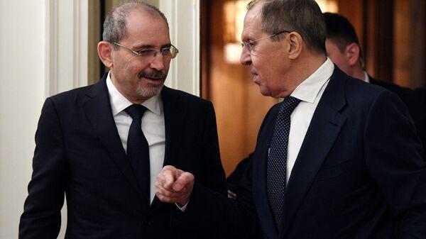 Министр иностранных дел РФ Сергей Лавров и министр иностранных дел Иордании Айман ас-Сафади во время встречи в Москве