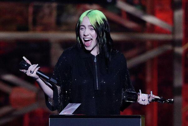 Певица Билли Айлиш на церемонии вручения премии Brit Awards в Лондоне