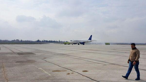 Аэропорт сирийского Алеппо принял первый за 8 лет пассажирский самолет, прилетевший из Дамаска