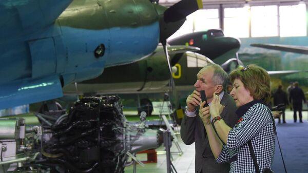 Посетители Центрального музея Военно-воздушных сил на открытии экспозиции Самолеты Великой Отечественной войны