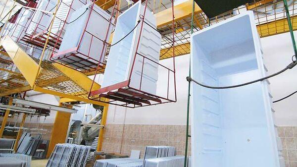 На одном из этапов производства  холодильного оборудования в цеху компании СЭПО-ЗЭМ в Саратове