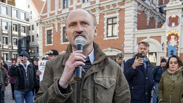 Сопредседатель Русского союза Латвии Мирослав Митрофанов на шествии Нет реформе в Риге