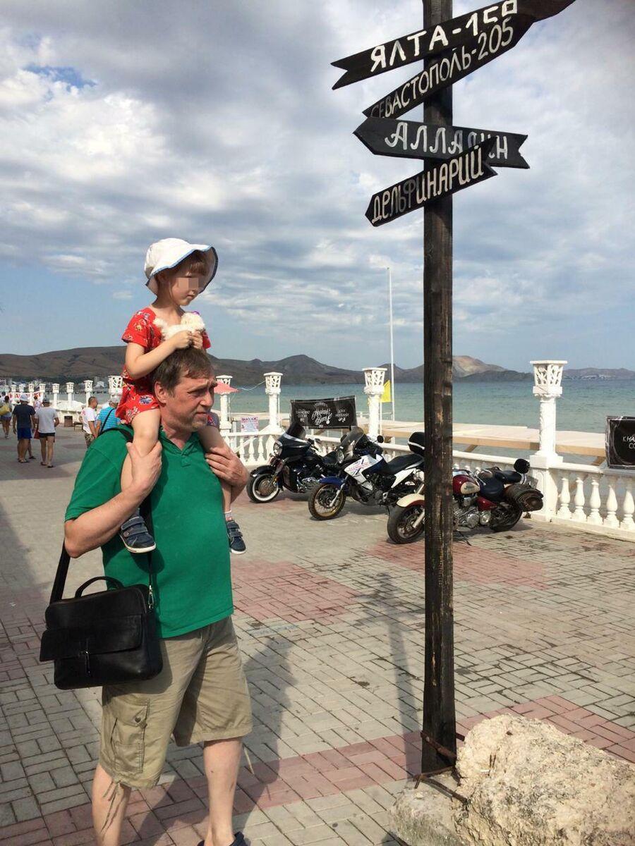 Никита Высоцкий в Крыму с дочкой Ниной
