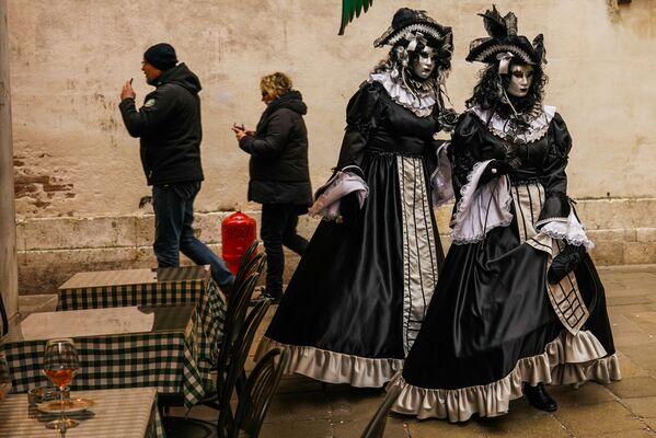 Участники Венецианского карнавала-2020