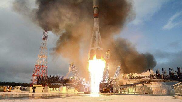 Пуск ракеты-носителя Союз-2.1а с российским спутником связи Меридиан-М