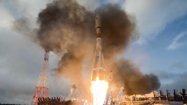 Пуск ракеты-носителя Союз-2 с аппаратом Меридиан-М на космодроме Плесецк