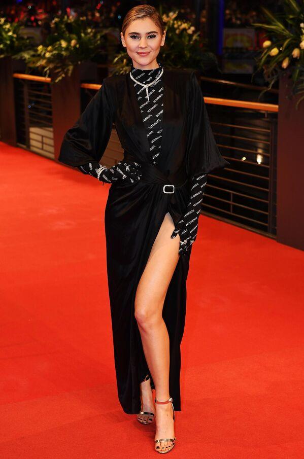 Актриса Стефани Гизингер на красной дорожке церемонии открытия юбилейного 70-го Берлинского международного кинофестиваля Берлинале - 2020