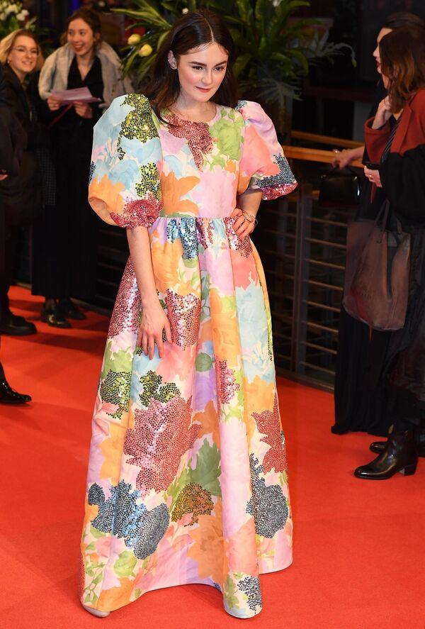 Актриса Леа ван Акен на красной дорожке церемонии открытия юбилейного 70-го Берлинского международного кинофестиваля Берлинале - 2020
