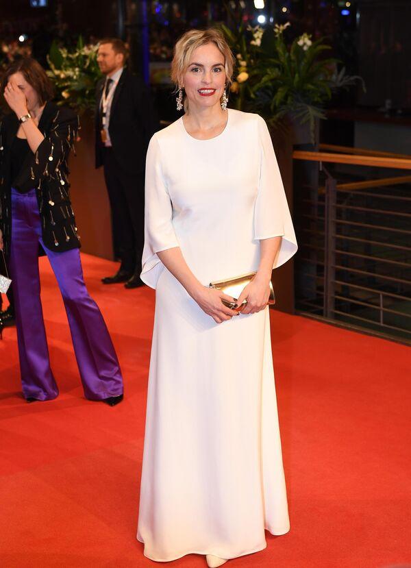 Актриса Нина Хосс на красной дорожке церемонии открытия юбилейного 70-го Берлинского международного кинофестиваля Берлинале - 2020