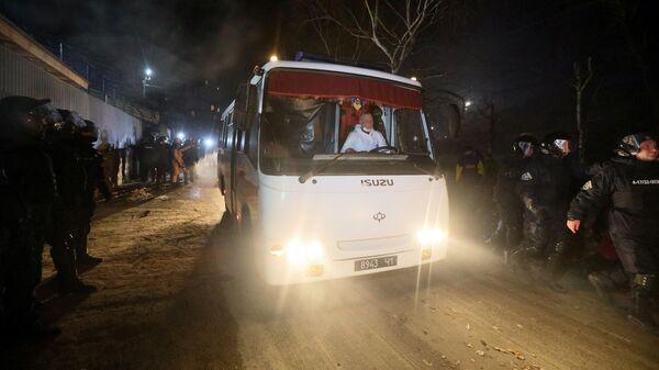 Автобусы, перевозящие эвакуированных из Китая, в Полтавской области