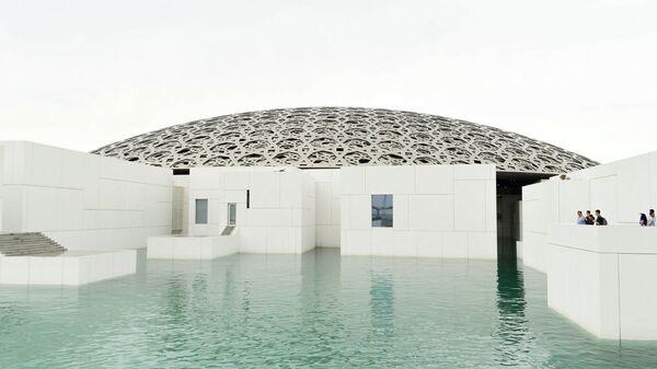 Лувр в Абу-Даби в ОАЭ