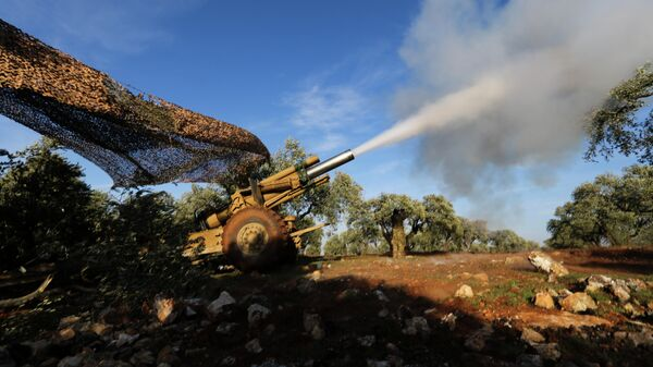 Боевики ведут обстрел сирийских правительственных сил в провинции Идлиб
