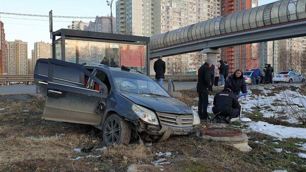 Последствия ДТП с участием автомобиля, протаранившего автобусную обстановку в Долгопрудном на Лихачевском шоссе