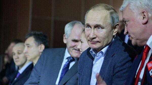 Президент РФ Владимир Путин во время посещения первого чемпионата Лиги боевого самбо, который проходит на олимпийской арене Ледовый куб в Сочи
