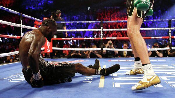 Американский боксер Деонтей Уайлдер после нокаута в поединке с Тайсоном Фьюри