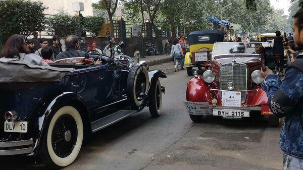 Ралли олдтаймеров на улицах Дели