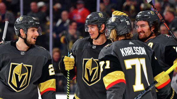 Хоккеисты Вегас Голден Найтс в матче НХЛ