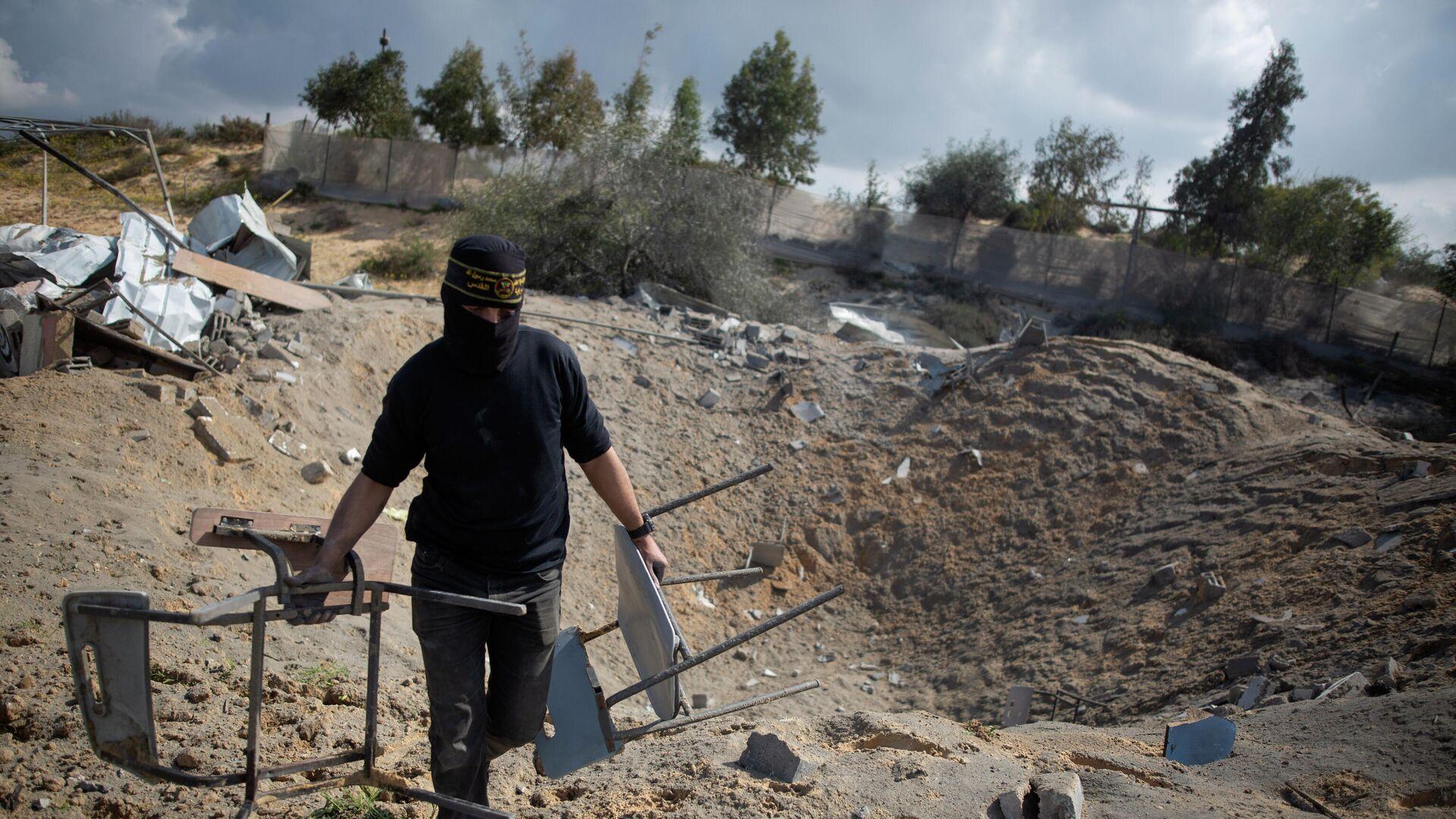 Ущерб, нанесенный израильскими авиаударами военной базе Исламский джихад в городе Хан-Юнис в южной части сектора Газа. 24 февраля 2020 - РИА Новости, 1920, 24.04.2021