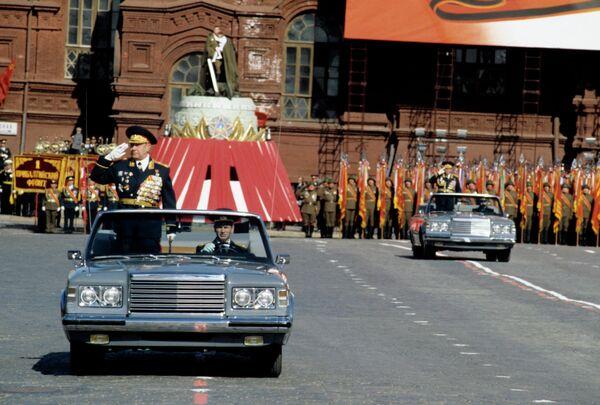 Министр обороны СССР, Маршал Советского Союза Дмитрий Тимофеевич Язов на военном параде на Красной площади
