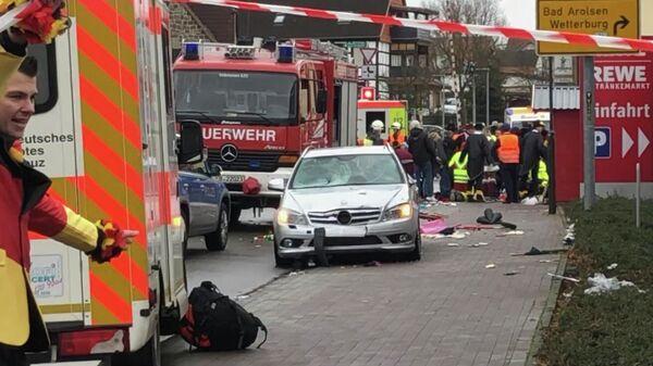 Место происшествия в Фолькмарзене, Германия, где автомобиль въехал в толпу людей во время карнавального праздника. 24 февраля 2020