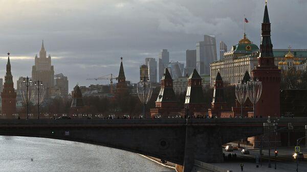 Большой Москворецкий мост и Московский Кремль