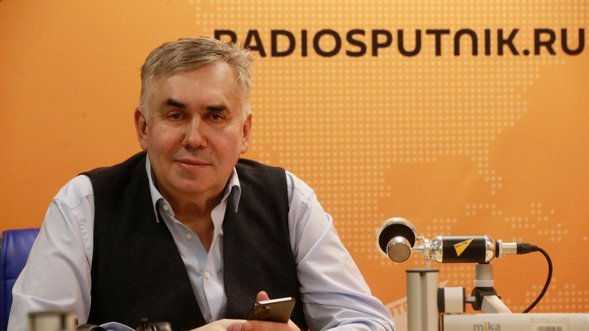 Актер Станислав Садальский во время интервью в студии радио Sputnik в Москве - РИА Новости, 1920, 12.03.2021