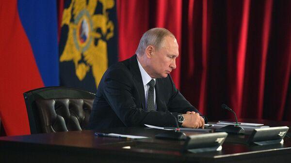Президент РФ Владимир Путин принимает участие в расширенном заседании коллегии министерства внутренних дел