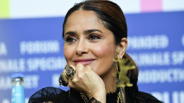 Актриса Сальма Хайек на пресс-конференции фильма Неизбранные дороги в рамках кинофестиваля Берлинале - 2020