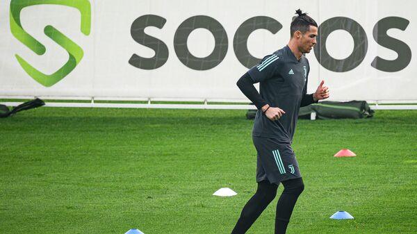 Нападающий ФК Ювентус Криштиану Роналду во время тренировки