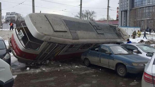 Трамвай опрокинулся в Самаре