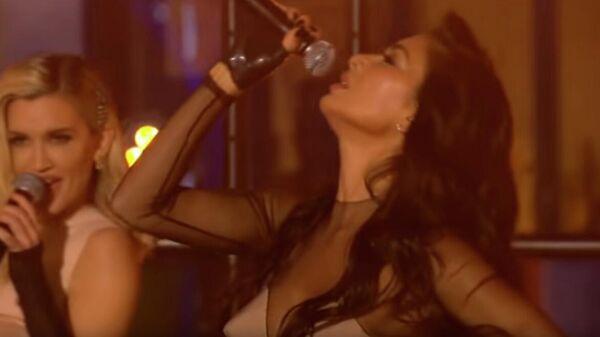 Скриншот видео с шоу выступления The Pussycat Dolls