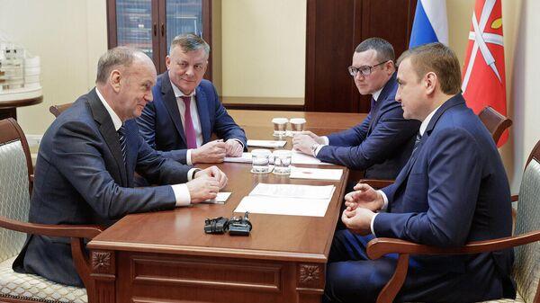 Генеральный директор ООО Газпром межрегионгаз Сергей Густов и Губернатор Тульской области Алексей Дюмин в на рабочей встрече 27 февраля 2020 года