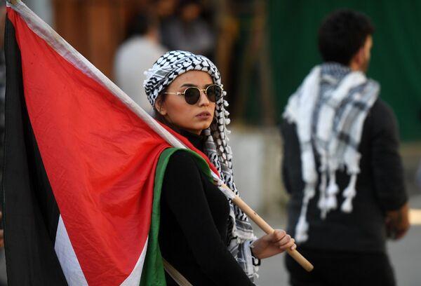Участница акции протеста у посольства США в Бейруте против сделки века по урегулированию палестино-израильского конфликта
