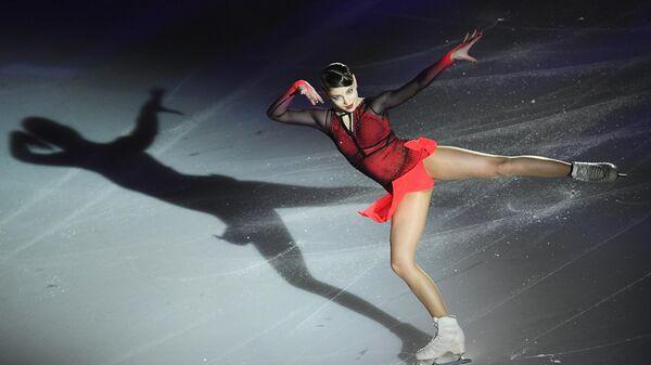 Алена Косторная выступает на гала-вечере фестиваля фигурного катания Путь к победе!