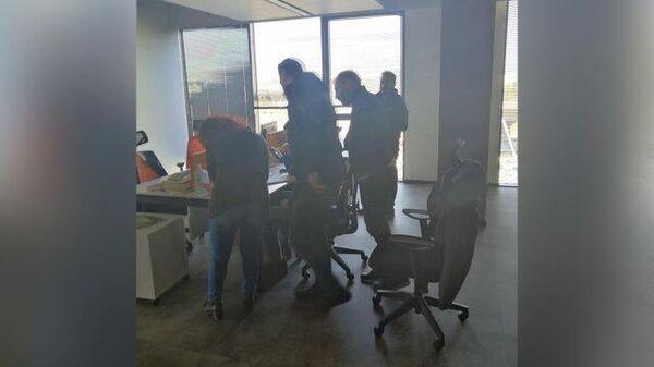 Обыск в офисе Sputnik Турция в Стамбуле