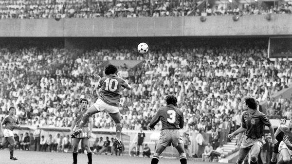 Мишель Платини (10) на чемпионате Европы 1984